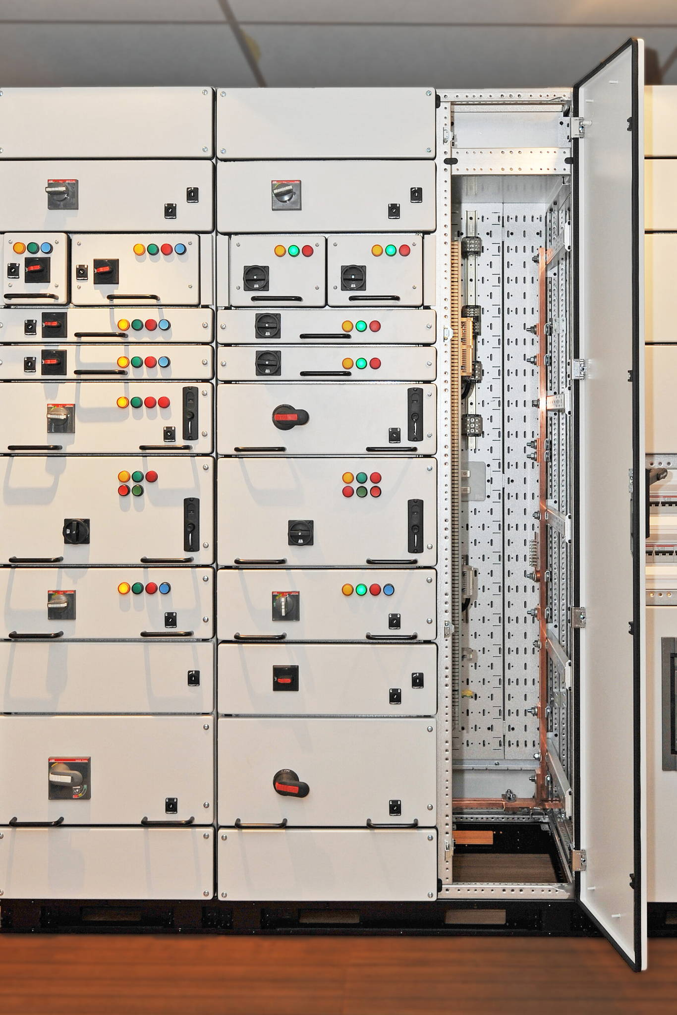 Bright picture of Logstrup Switchboard, WDU and others, Cabelsection